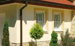Tradycyjne ozdoby okien na elewacji zewnętrznej - czy warto je odtwarzać?