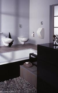 Bidet i pisuar w jednej łazience