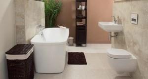 Układanie płytek w łazience - gruntowanie, klejenie i fugowanie