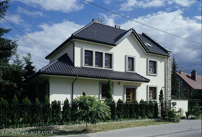 Szary dach domu