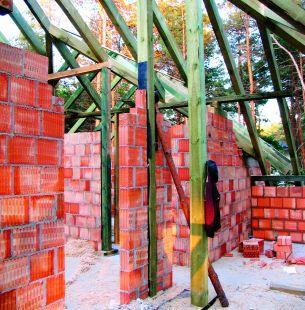 Zasady budowy ścian działowych i kolejności związanych z tym prac
