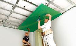 Sufit podwieszany z płyt gipsowo-kartonowych. Zobacz, jak łatwo go zbudować.