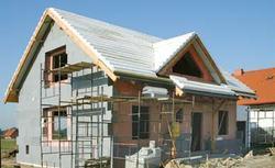 Ściany zewnętrzne w domu energooszczędnym. Czy wybrać ściany szkieletowe, czy murowane?