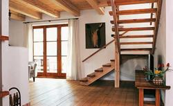 Czy warto budować strop drewniany? Zasady montażu stropu belkowego z drewna