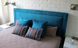 Niebanalna aranżacja wnętrza. Turkusowa sypialnia - jasna, przytulna i bardzo klimatyczna [ZDJĘCIA]