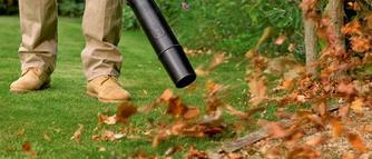 Jesienny gadżet: dmuchawa do liści. Sprawdź jak działa!