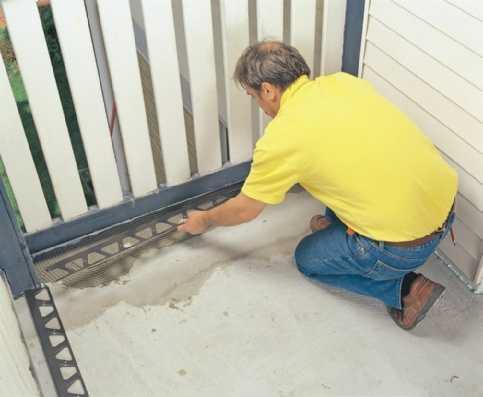 Montaż obróbek blacharskich na balkonie