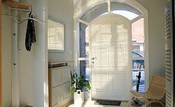 Przedsionek do wielu zadań: chroni dom przed zimnem, zapobiega przeciągom, sprzyja porządkowi