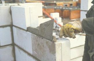 Jak się muruje ściany? - zaprawa cementowa