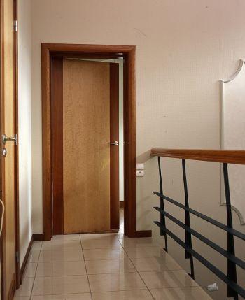 Wnętrze za drzwiami