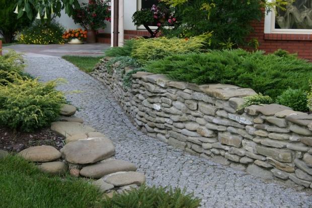 Nawierzchnia z kostki granitowej. Jak ułożyć chodnik z kostki granitowej - kolejność prac ...
